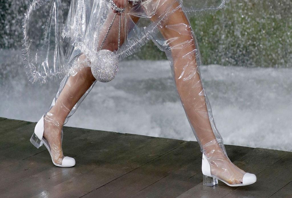 ¡Considera estos detalles antes de usar unos zapatos de plástico transparentes! - zapatos-plastico-7
