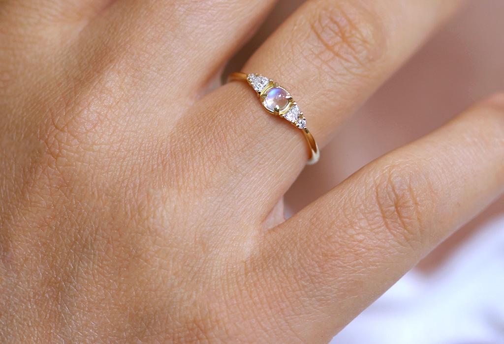 ¡Adiós a los diamantes! La piedra lunar llegó para reemplazarlos en anillos de compromiso