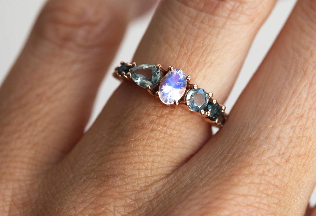 ¡Adiós a los diamantes! La piedra lunar llegó para reemplazarlos en anillos de compromiso - moon2