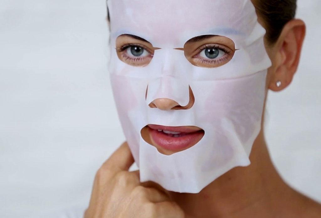 ¿Quieres sentirte de vacaciones? Usa esta mascarilla de papel ¡bronceadora!