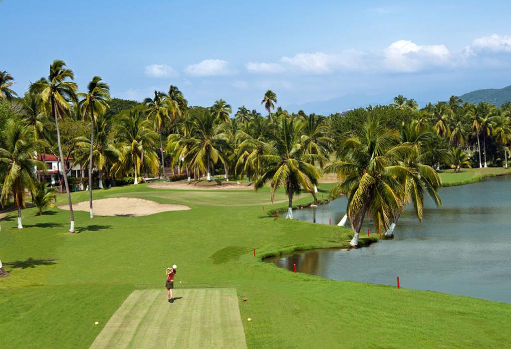 Destinos exclusivos en México para jugar golf en verano - ixtapapalmareal