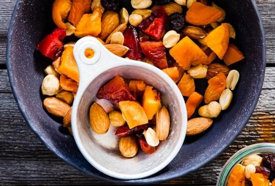 ¡Recupera tu energía después de ejercitarte con estos snacks! - trailmix-300x203