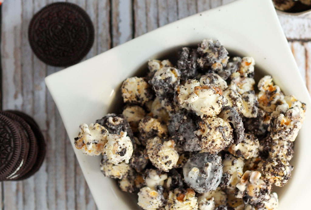 Prepara estas palomitas cookies 'n cream para tus tardes de Netflix