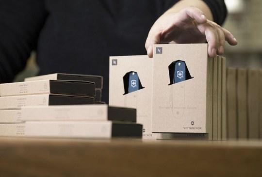 Una navaja de Victorinox ¡fabricada con cápsulas recicladas de Nespresso! - victorinox-nespresso-300x203