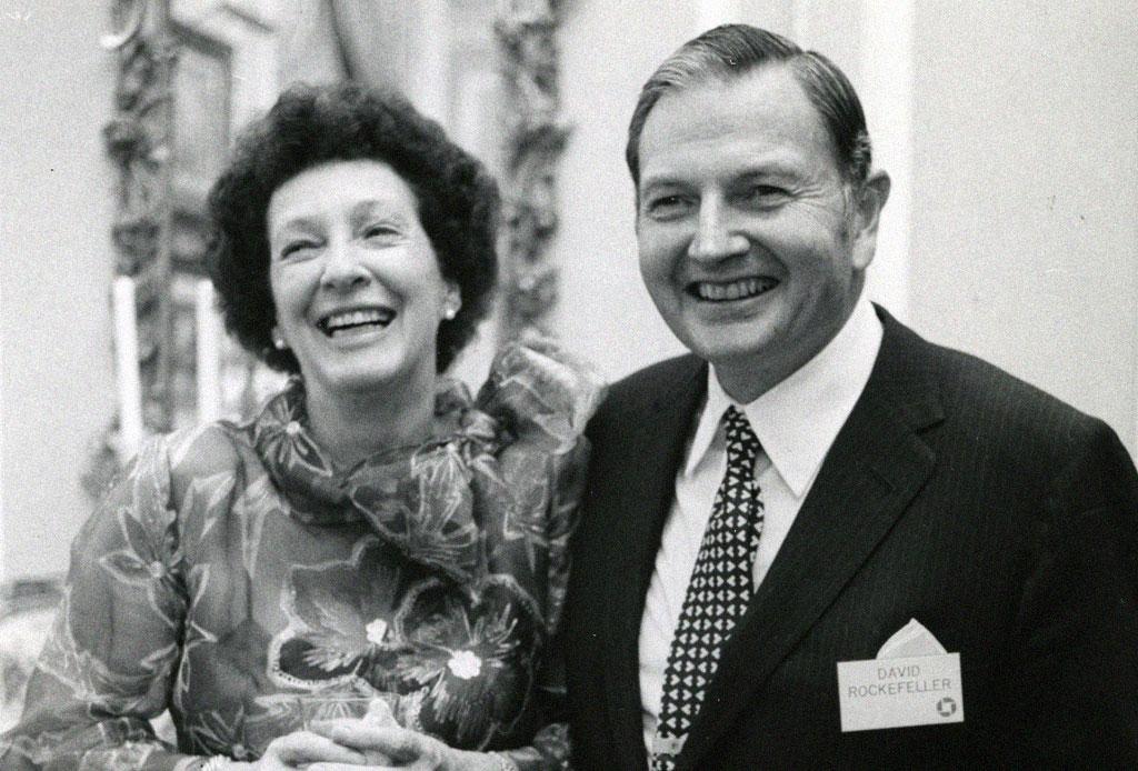 Descubre la romántica historia del anillo de compromiso que David Rockefeller le dió a Peggy McGrath en los 40s