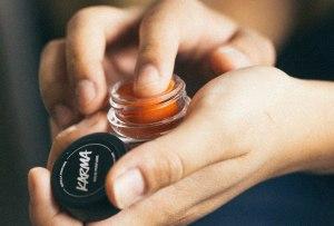 Perfumes sólidos que deberías tener en tu bolso siempre