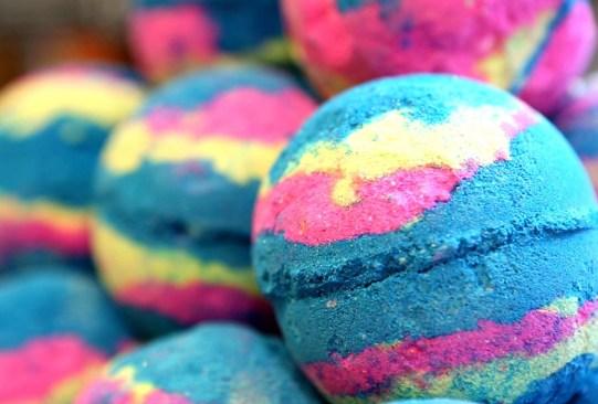 Prepara tú mismo estas bath bombs y disfruta de tu tina el fin de semana - receta-bath-bombs-1-300x203