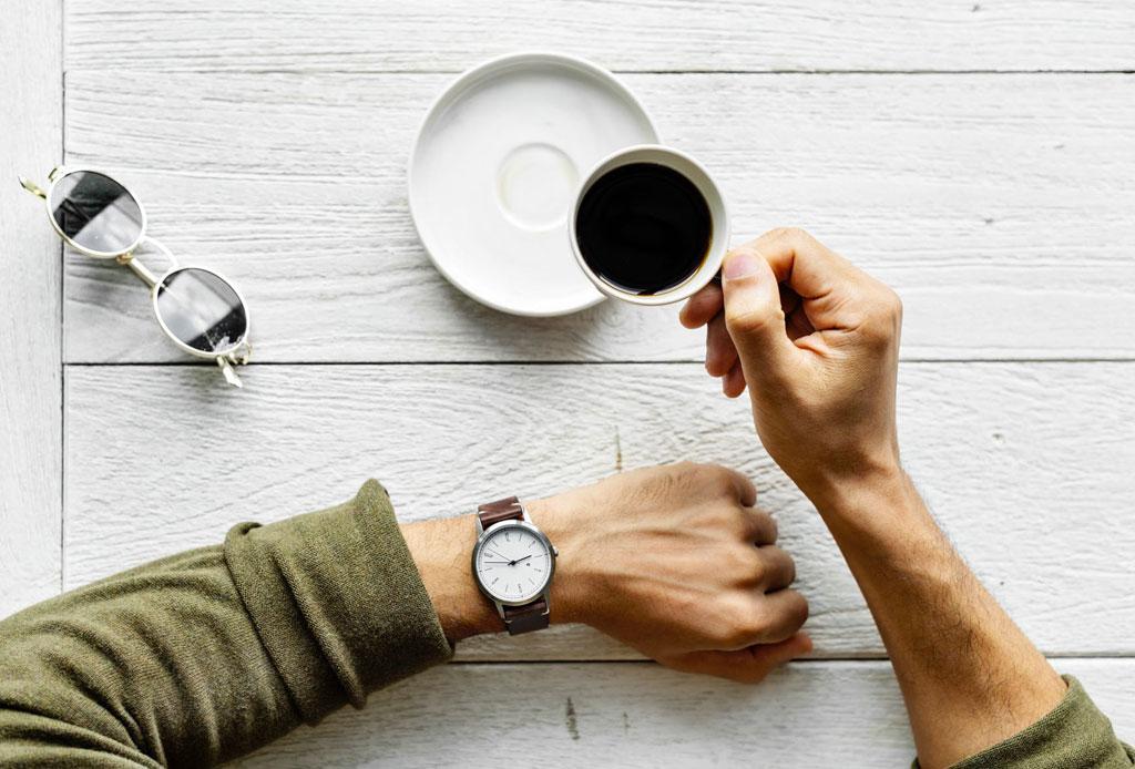 Cosas que tienes que dejar de hacer a las 8:00 p.m. - reglas-etiqueta-tomar-cafe-te-bebidas-calientes-1024x694
