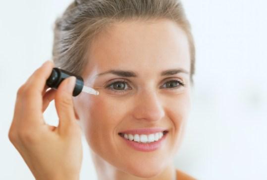 Deberías agregar el aceite de jojoba en tu rutina skincare - beneficios-en-tu-piel-aceite-de-jojoba-7-300x203