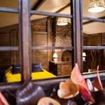 Ahora puedes hospedarte en una cabaña ¡hecha de chocolate! - cabana-chocolate-booking-2