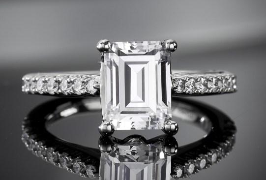 Así es cómo ha cambiado el anillo de compromiso a través de los años - historia-anillo-de-compromiso-1970-300x203