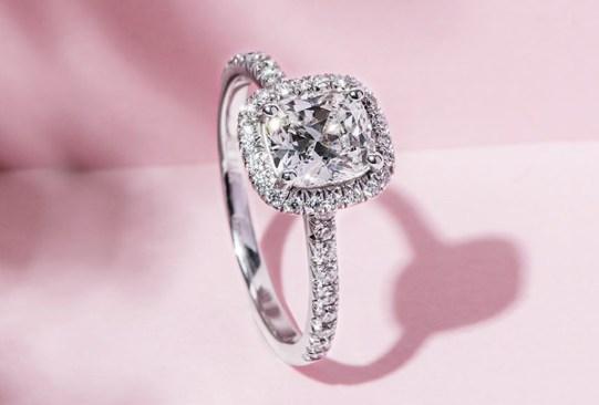 Así es cómo ha cambiado el anillo de compromiso a través de los años - historia-anillo-de-compromiso-2010-300x203