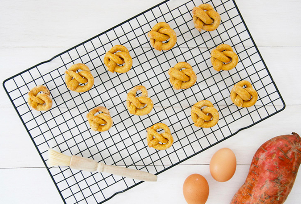 Prepara pretzels para tu perro en casa, es muy sencillo, ¡inténtalo! - pretzels-perros-2