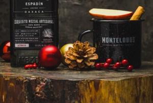 Tienes que preparar este coctel con mezcal para las fiestas decembrinas