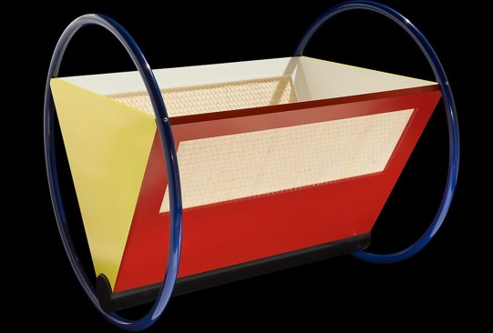 ¿Conoces las piezas de mobiliario más emblemáticas de Bauhaus? - cuna-bebe-bauhaus-300x203