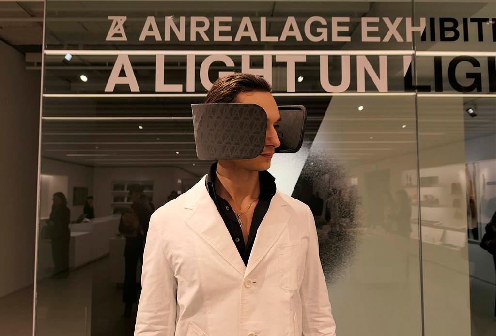 Este dispositivo te ayudará a mejorar tu concentración en el trabajo - human-blinkers-3