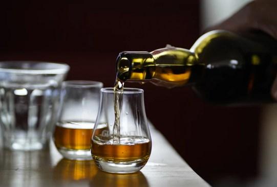 Sigue estos consejos para tomar whisky como digestivo - whisky-glenlivet-300x203