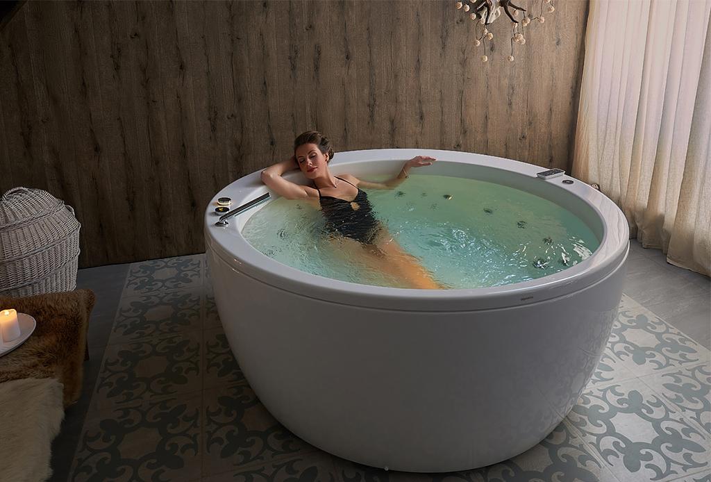 El baño de sal que necesitas para olvidarte del estrés, ¡hazlo en casa! - bancc83o-en-tina-2