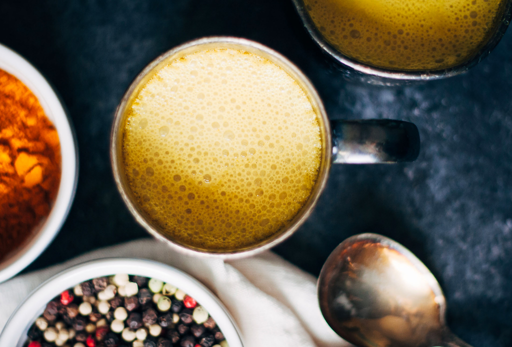 5 bebidas para mantenerte con energía todo el día - golden-milk-cdmx-1024x694
