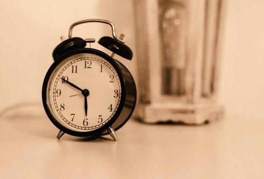 10 tips para convertirte en una persona más productiva este año - tips-para-convertirte-persona-mas-productiva-reloj-300x203