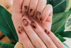Te decimos cómo lograr un nail art de carey, ¡tú misma en casa!