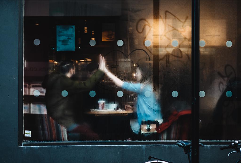 Pon atención a estas señales en tu relación, podrían estar dañando tus amistades - relaciones-dancc83a-amistad-3