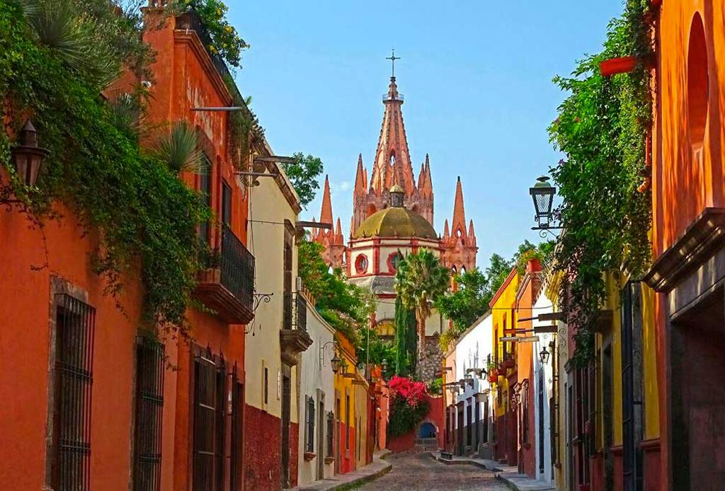 Los 5 destinos más íntimos para una luna de miel en México - san-miguel-de-allende-destinos-pareja