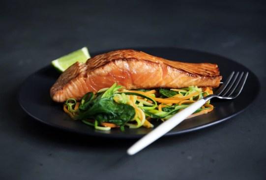 Sigue estos tips para controlar las porciones de tus alimentos y evitar los kilos de más - tips-porciones-comida-1-300x203