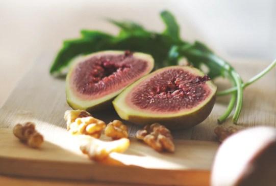 Estas son las frutas con más azúcar que debes evitar comer en exceso - higos-frutas-con-mas-azucar-300x203