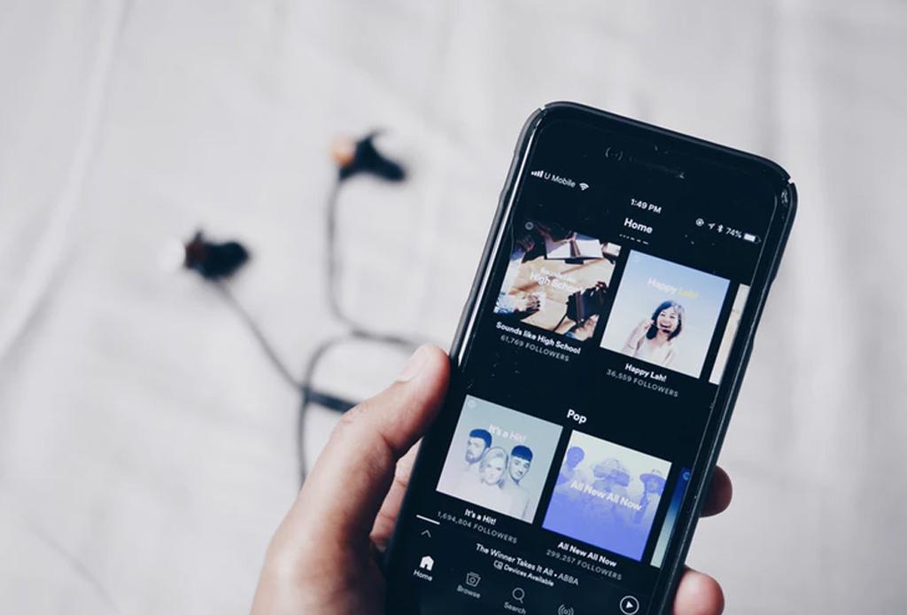 Creamos una playlist con las canciones que todos amamos en secreto