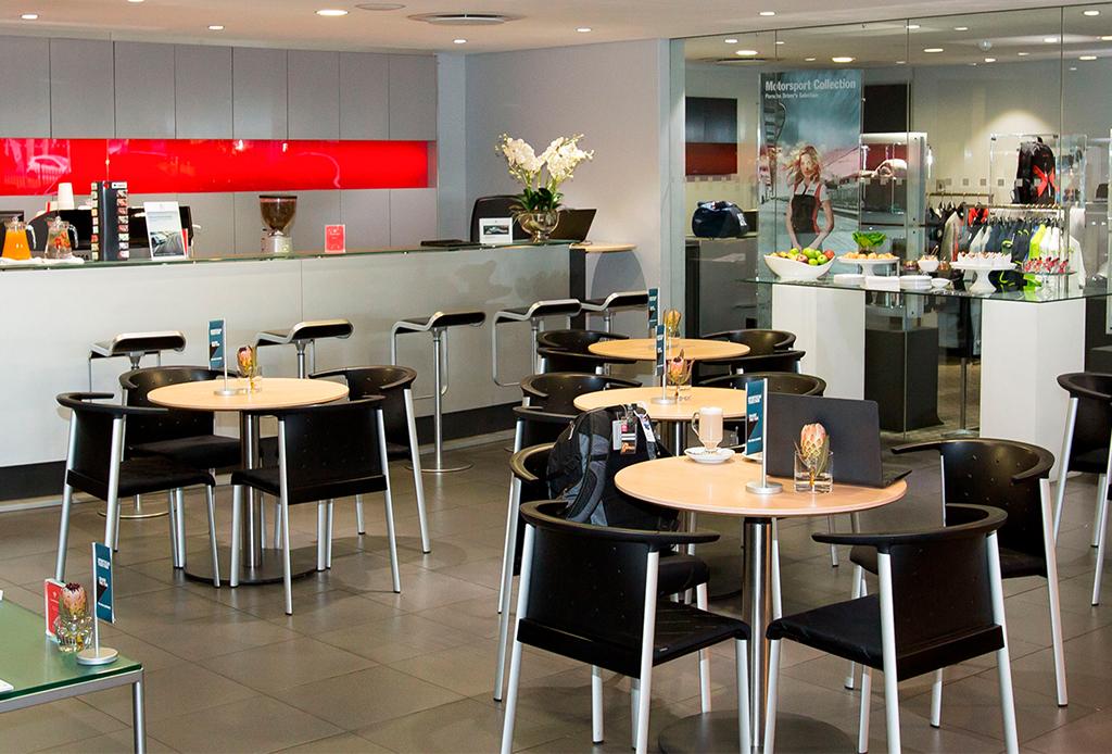 5 razones por las que debes conocer el nuevo Porsche Center en Polanco - porsche-center-7
