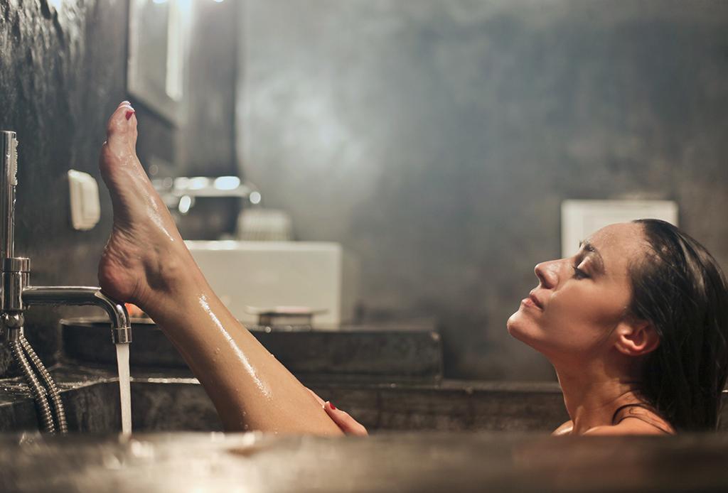 Tomar un baño caliente puede quemar las mismas calorías que ejercitarte - bancc83o-caliente-3