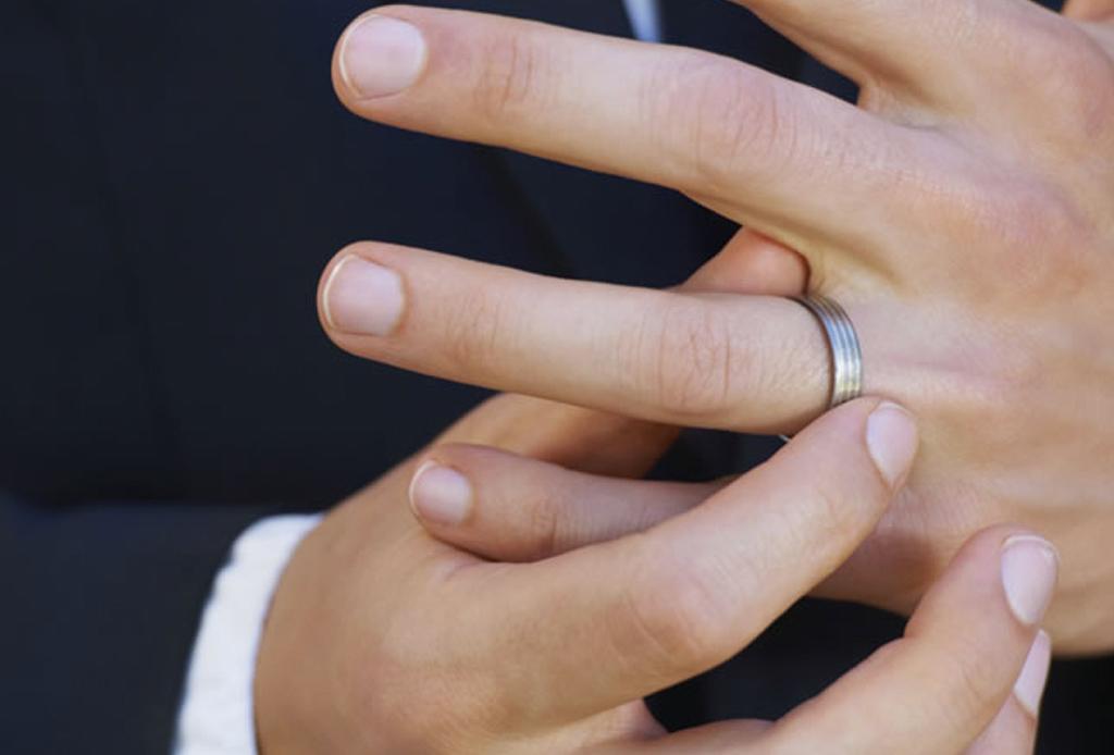 ¿Anillos de compromiso para hombre? Te decimos dónde encontrar los mejores
