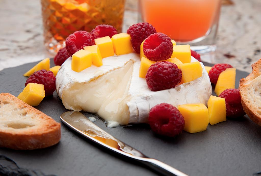 Deliciosas botanas que puedes preparar con quesos maduros - botanas-quesos-1-1024x694