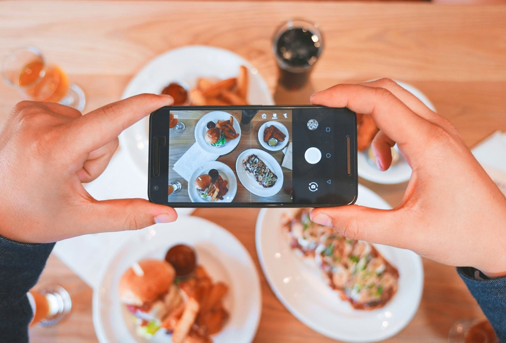 Aprende a usar tus smpartphones de manera sustentable - google-comida-1-1024x694