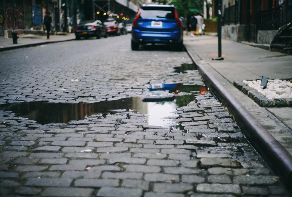 Consejos para rodar en temporada de lluvia en la ciudad - pavimento-mojado-1024x694