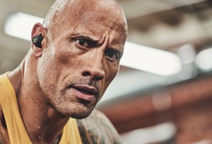 Estos son los audífonos que usa «La Roca» y tú también puedes tenerlos