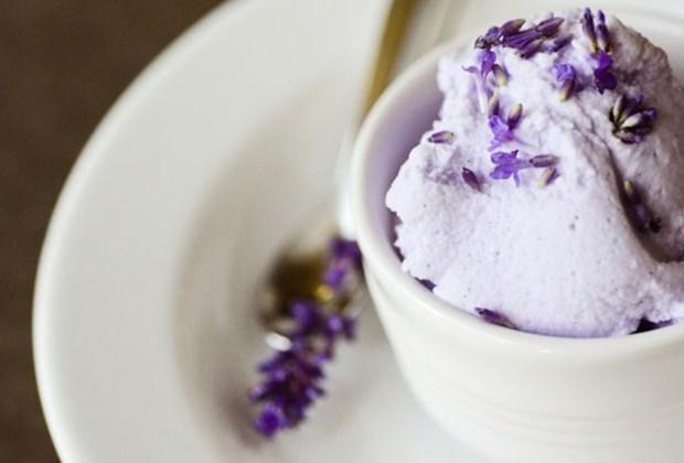 Te decimos cómo preparar un delicioso helado de miel y lavanda en casa - receta-helado-miel-lavanda