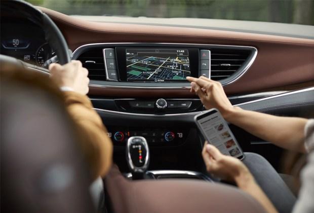 ¿Buscas la SUV perfecta para un roadtrip en familia? Te damos la mejor opción para tus necesidades - conectividad-buick-enclave-suv