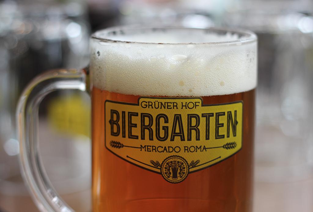 Oktoberfest Biergarten - dia-de-la-cerveza