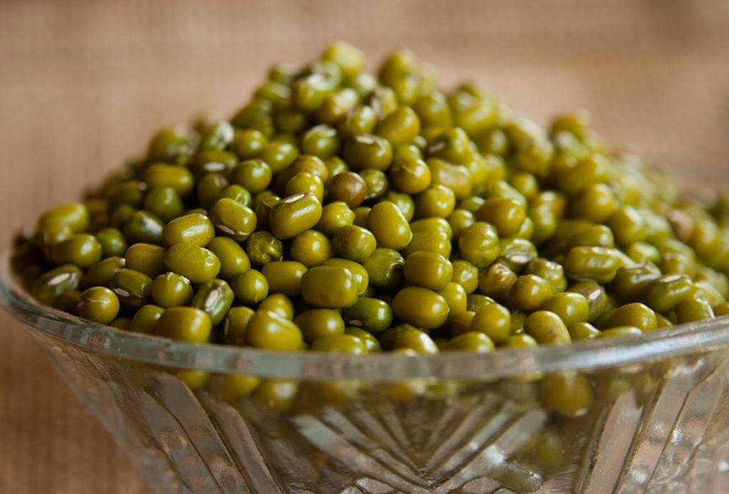 Los 6 mejores granos y legumbres que deben tener en la alacena - frijol-mungo-1024x694