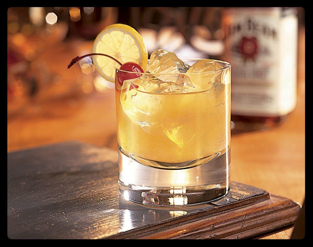 Mixología con bourbons para refrescar tu verano - jim-beam-bourbon-sour-1