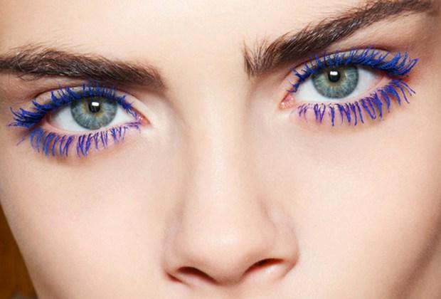 Llénate de inspiración y lleva un maquillaje más colorido este verano - mascara-pestancc83as-azul