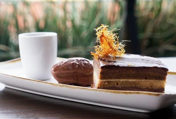 Nuestros postres favoritos de chocolate en la CDMX - pastel-opera-domingo-santo-cdmx