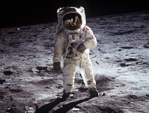 Omega celebra 50 años de su llegada a la luna con una colección exclusiva del Speedmaster - omega