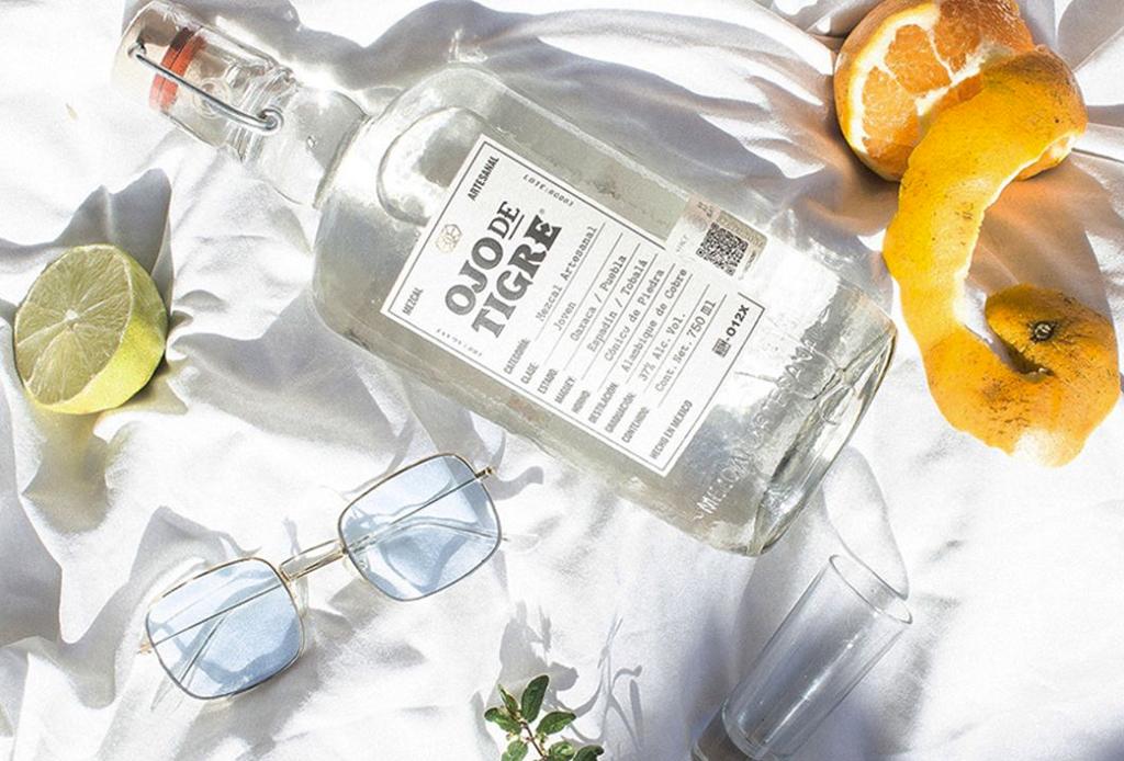 El drink con mezcal perfecto para disfrutar en verano
