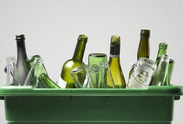 Descubre por qué la cerveza embotellada en PET puede ser más sustentable que una en botella de vidrio - reciclaje-vidrio