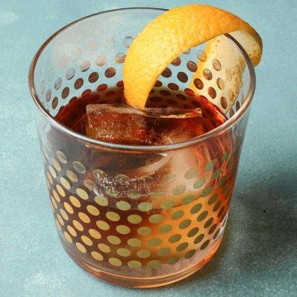 4 cocteles muy fáciles para celebrar el 15 de septiembre - tequila-manhattan