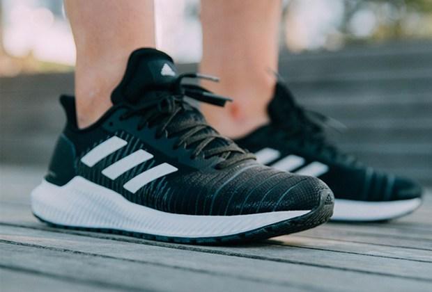 5 sneakers súper cómodos que además lucen increíbles - adidas-solar-ride