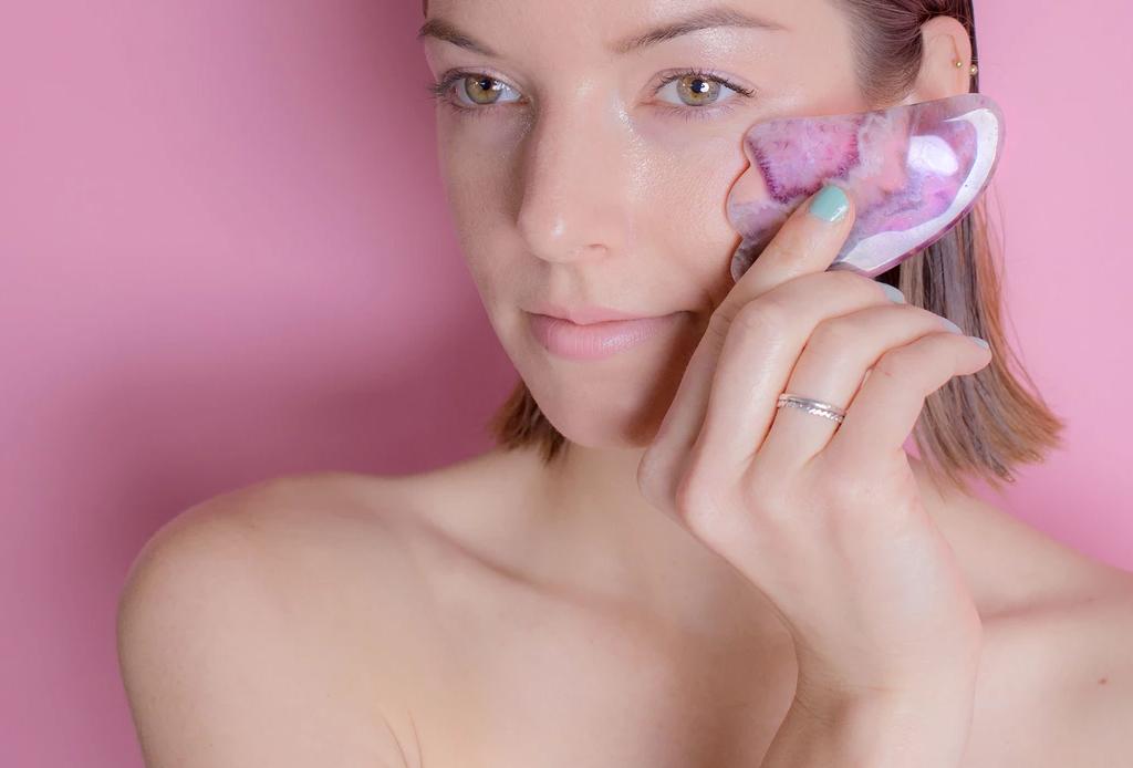 ¿Sabes qué es el Gua Sha y todos los beneficios que tiene? - gua-sha-masaje-facial-1024x694